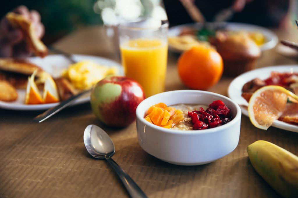 dimagrisci-mangiando-colazione