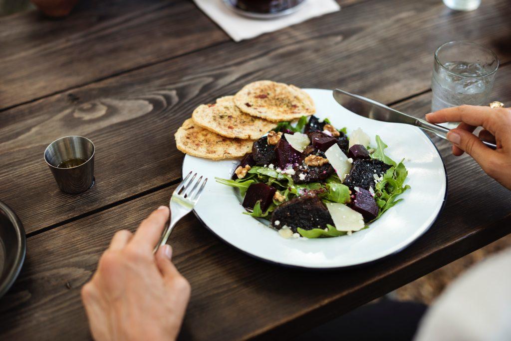 dimagrisci-mangiando-pranzo